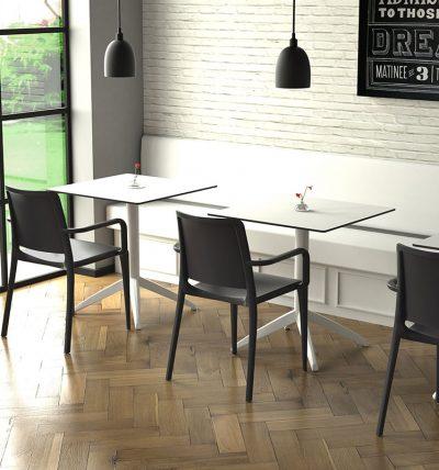 Mesa Quatro blanca + sillón Hall negro
